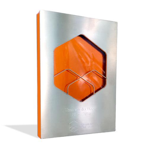 01maawme008-awards-metaal-plexiglas-laten-maken-custom-metal-awards-1