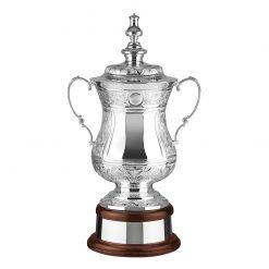 30trbeme023_handgemaakte_en_verzilverde_trofeeen__handmade_and_silver_plated_trophy_cups
