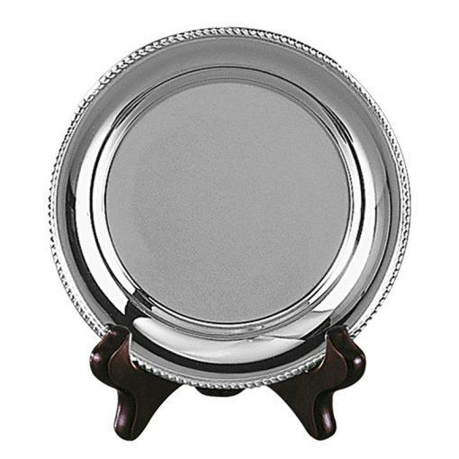 30trbome105 borden van metaal, tin en zilver als  trofeeën