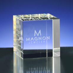 glazen kubbussen met laser in glas